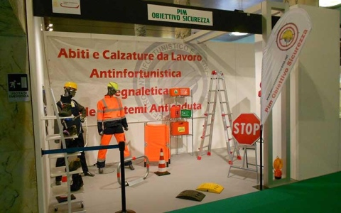 Obiettivo Dispositivi Da Pim Sicurezza Abbigliamento Abiti Lavoro Antinfortunistica E Roma Fornitura Calzature H0UqzxAw